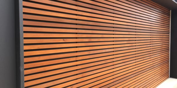 Horizontal Battens with 20mm Gaps + Metal Backing (1)