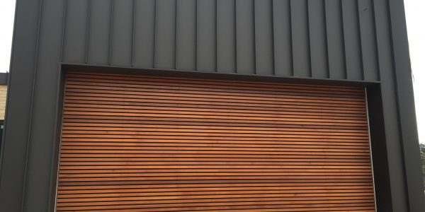 Horizontal Battens with 20mm Gaps + Metal Backing (2)